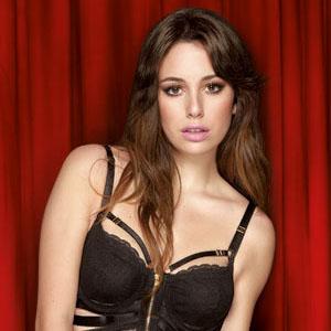 Ana de armas amp lorenza izzo threesome sex in knock knock - 3 part 5