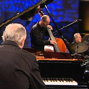 O Trio Play Bach