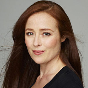 The 48-year old daughter of father John Ehle and mother Rosemary Harris, 170 cm tall Jennifer Ehle in 2018 photo
