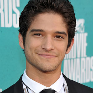The 25-year old son of father John Posey and mother Cyndi Garcia, 178 cm tall Tyler Posey in 2017 photo