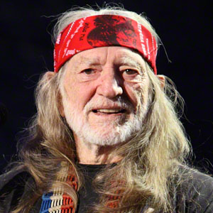 "Willie Nelson dead 2014"" : Guitarist killed by internet death hoax"