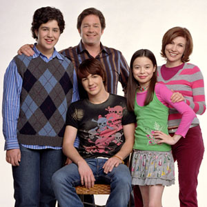 drake parker played by drake bell is considered the cool guy in school on the show you would often see him on dates or kissing his many different girl - Merry Christmas Drake And Josh Movie