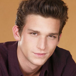 Daren Kagasoff News Pictures Videos And More Mediamass Daren kagasoff shailene woodley dating real life, alaskadatingservices com, dan radcliffe emma watson dating, white guys dating hispanic, herpes dating minneapolis. daren kagasoff news pictures videos